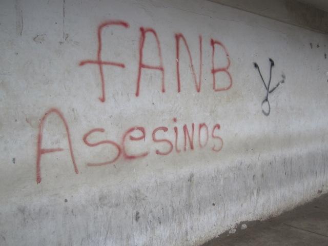 Graffitti en las paredes de Paraguaipoa